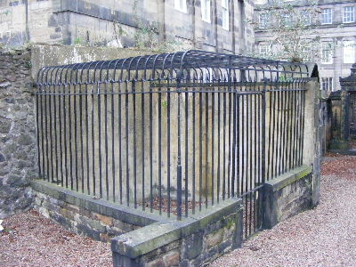Grave protected by metal grilles